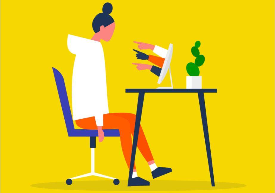 Piirroskuvan nainen istuu näytön edessä työtuolissaan. Häneen osoittavat sormet työntyvät näytön pinnasta syyttävästi.